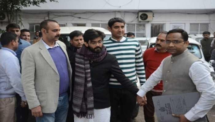 बिहार: गिरफ्तारी से बचने इमामबाड़े में छिप गया था शरजील इमाम