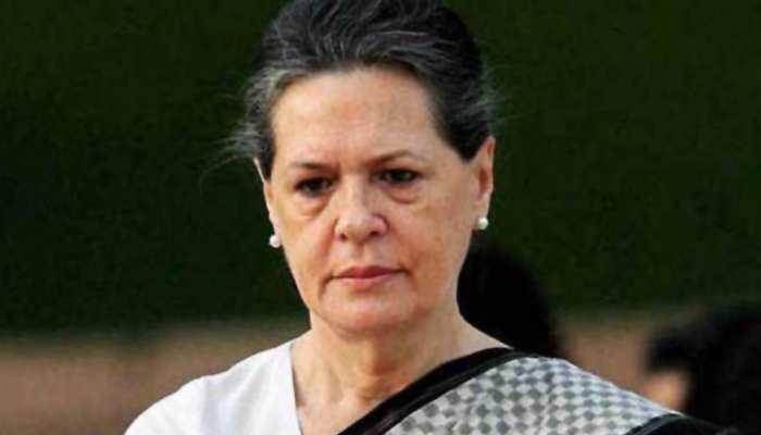 दिल्ली: कांग्रेस की अंतरिम अध्यक्ष सोनिया गांधी सर गंगाराम अस्पताल में भर्ती