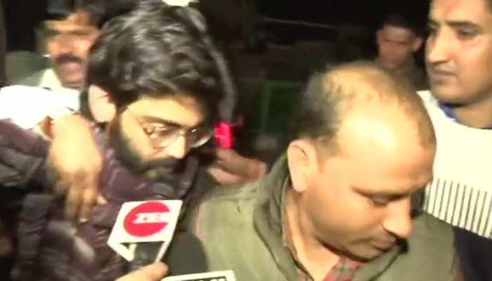 शरजील के WhatsApp पर जुड़े थे जामिया और अलीगढ़ के छात्र, पुलिस खंगाल रही बैंक डिटेल्स