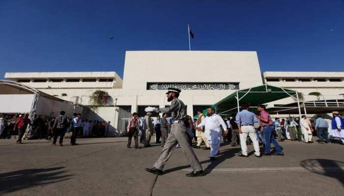 पाकिस्तानी संसद में उठ रही कश्मीर मुद्दे पर जंग की मांग, पक्ष विपक्ष ने दी ये दलीलें