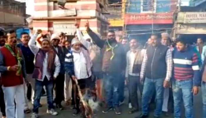 JVM के BJP में विलय पर मचा बवाल, कार्यकर्ताओं ने जलाया बाबूलाल मरांडी का पुतला