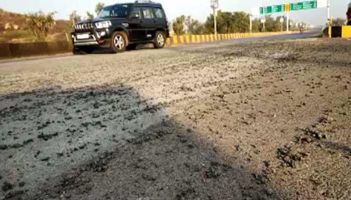 झालावाड़ के गिन्दौर तिराहे पर गिट्टी बना हादसे का कारण, प्रशासन बेखबर