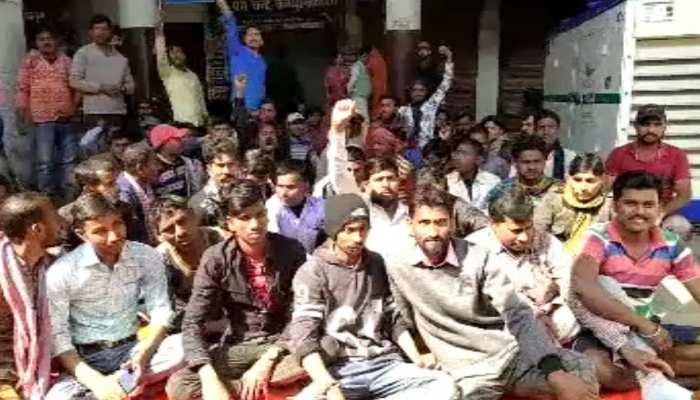बिहार: सफाई कर्मियों ने शुरू किया अनिश्चितकालीन हड़ताल, कार्यपालक पदाधिकारी को बनाया बंधक