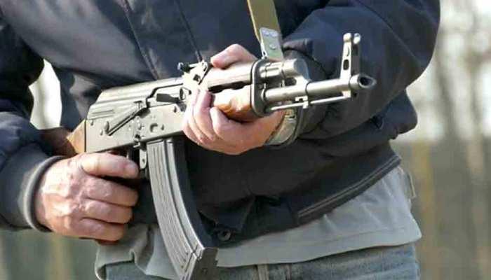 एक शख्स ने पड़ोसी पर AK-47 से ठोके फायर, सामने आई झगड़े की ये मामूली वजह