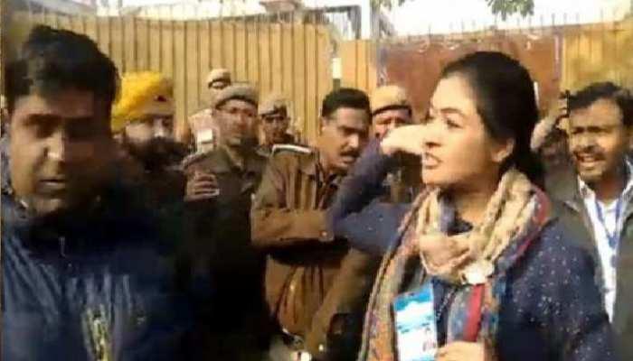 मतदान के दिन क्यों बौखला गई हैं कांग्रेस प्रत्याशी अल्का लांबा