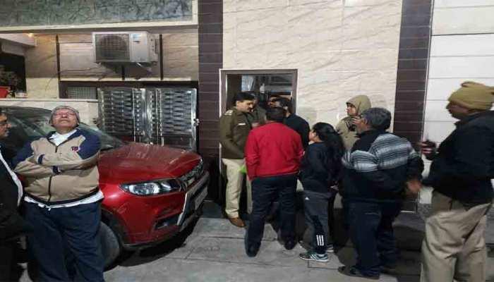दिल्ली: 2 बच्चों की हत्या करने के बाद पिता ने मेट्रो के सामने कूदकर की आत्महत्या