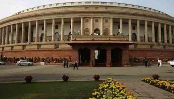 प्रमोशन में आरक्षण: लोकसभा में हंगामा, राजनाथ बोले- कांग्रेस संवेदनशील मुद्दे पर कर रही है राजनीति