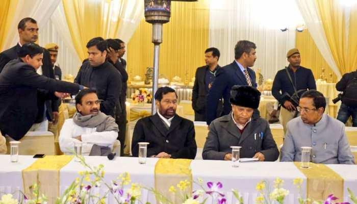 दिल्ली: प्रमोशन में आरक्षण को लेकर केंद्रीय मंत्री समेत 50 SC/ST सांसद लामबंद