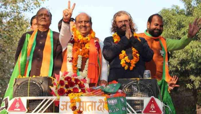 दिल्ली: केजरीवाल की आंधी के सामने फिर 'दीवार' बने BJP के शर्मा और गुप्ता