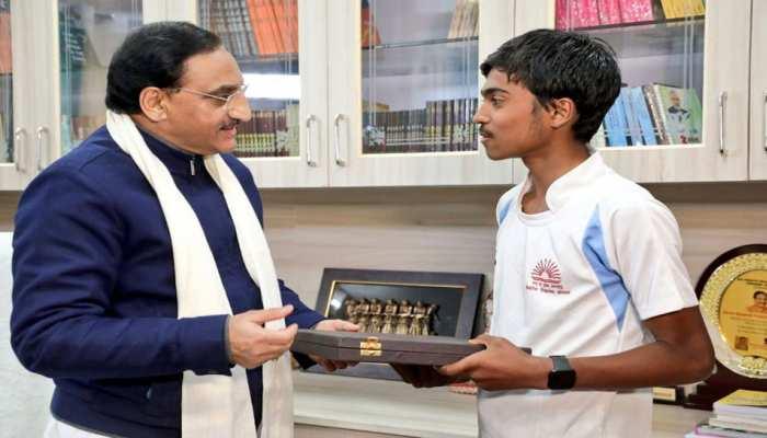 जबलपुर से दिल्ली तक 900 KM की दौड़ लगाकर हर्ष ने बनाया रिकॅार्ड, किया PM मोदी का सपना पूरा