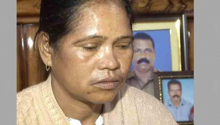 पुलवामा हमला: शहीद की पत्नी बोलीं- उनकी चाहत है, बेटा बड़ा होकर देश की सेवा करे