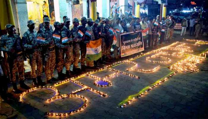 पुलवामा हमला: देश दे रहा शहीदों को श्रद्धांजलि, लेकिन इन 3 बड़े नेताओं ने दिए विवादित बयान