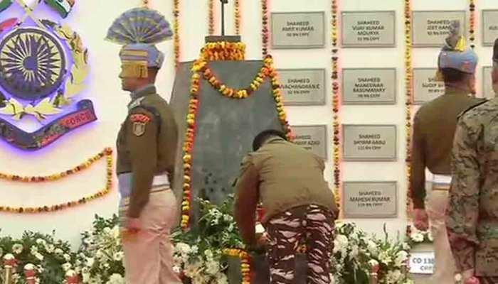 पुलवामा हमला: लेथपोरा में शहीदों को दी गई श्रद्धांजलि, स्मारक का हुआ उद्घाटन