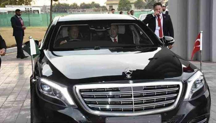 वाह रे पाकिस्तान, फिर 'ड्राइवर' बन गए इमरान! लोगों ने पूछा- धंधा बदल लिया क्या?