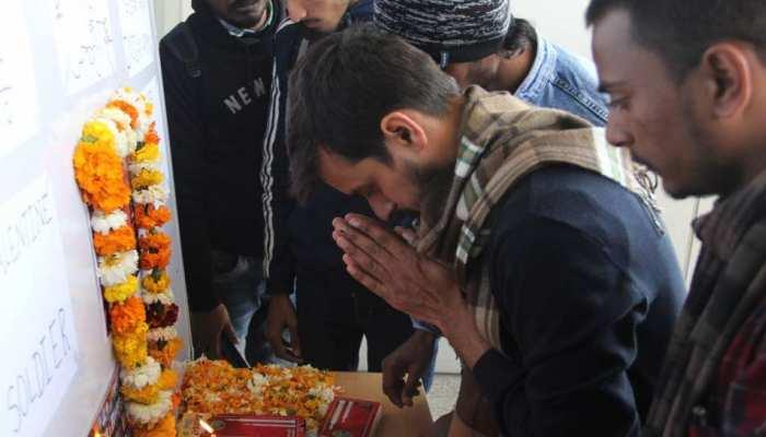 DU के एक कॉलेज में पुलवामा के शहीदों को श्रद्धांजलि देने से रोका गया, अधिकारियों ने दिए अजब-गजब तर्क