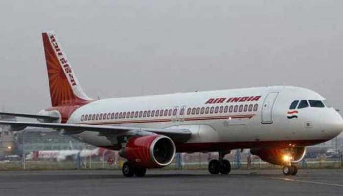 टेक ऑफ कर रहे एयर इंडिया के प्लेन के सामने अचानक आई जीप, फिर हुआ...