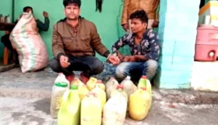 गोपालगंज में पुलिस ने की छापेमारी, देसी-विदेशी शराब के साथ कारोबारी गिरफ्तार
