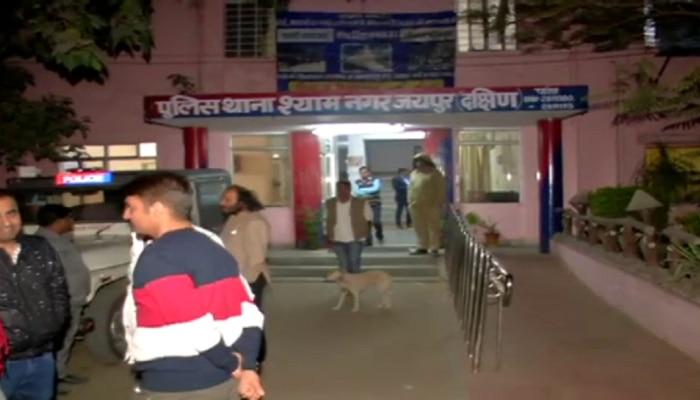 जयपुर: पार्किंग को लेकर महिला से बदसलूकी और मारपीट, फटे कपड़े