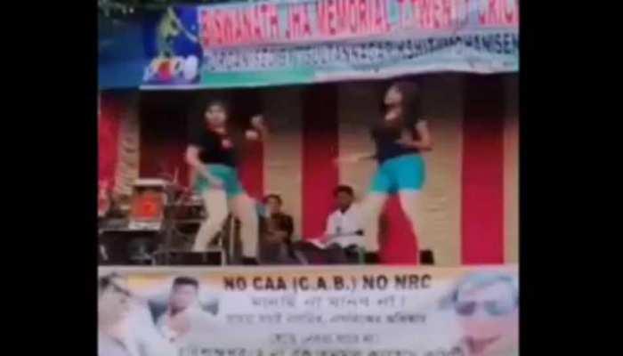 TMC की CAA के खिलाफ सभा में लगे महिला डांसरों के ठुमके, सोशल मीडिया पर वीडियो वायरल