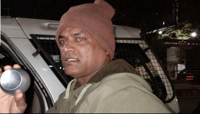 झारखंड: पुलिस की गिरफ्त में आया शातिर चोर, इस तरह देता था घटना को अंजाम