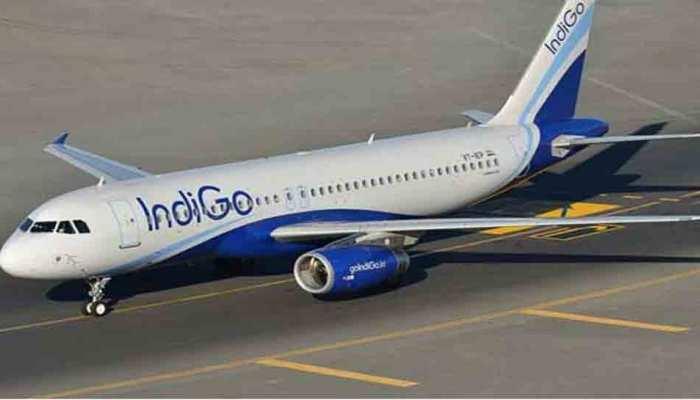 दिल्ली से जेद्दाह जा रही फ्लाइट का जबरन गेट खोलने की कोशिश, 5 यात्रियों को विमान से उतारा गया