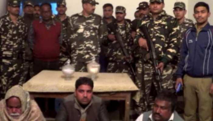बिहार: SSB ने जब्त किया 2 जार कोबरा सांप का जहर, 3 तस्करों को किया गिरफ्तार