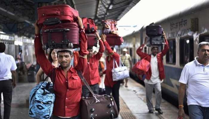 होली पर घर जाने में हो सकती है मुश्किल, कई Trains कैंसिल; कहीं आपकी ट्रेन तो शामिल नहीं