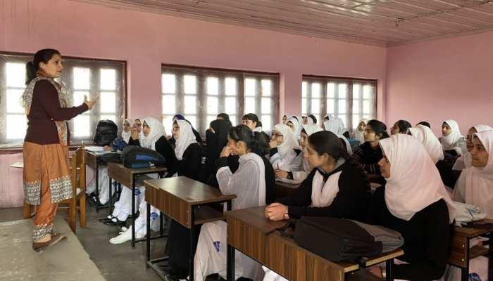 कश्मीर में अनुच्छेद 370 हटाए जाने के बाद पूरी तरह से शिक्षा व्यवस्था दुरुस्त