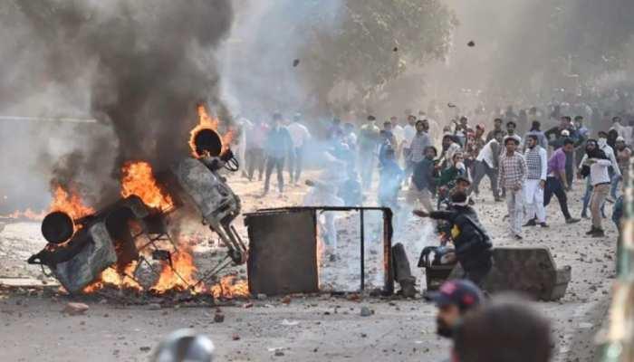 CAA विरोधः  बेकाबू हुआ बवाल, मौजपुर हिंसा में 37 पुलिसकर्मी घायल