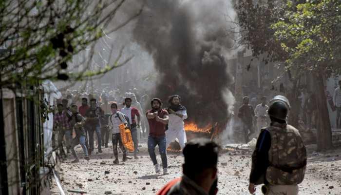 नागरिकता कानून को लेकर हुई हिंसा की आग में जली दिल्ली, एक पुलिसकर्मी समेत 4 की मौत: सूत्र