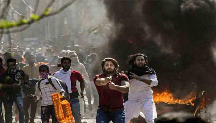 दिल्ली हिंसा: हाथ में पिस्तौल लेकर खुलेआम गोलियां चलाने वाला युवक गिरफ्तार