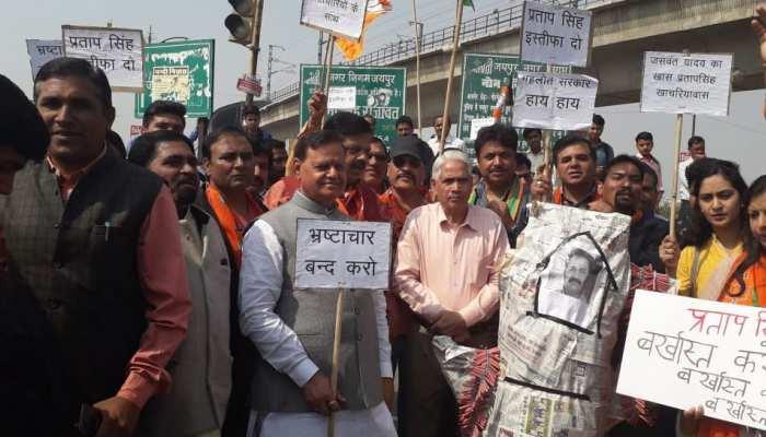 जयपुर: बीजेपी ने खोला परिवहन मंत्री के खिलाफ मोर्चा, फूंका पुतला