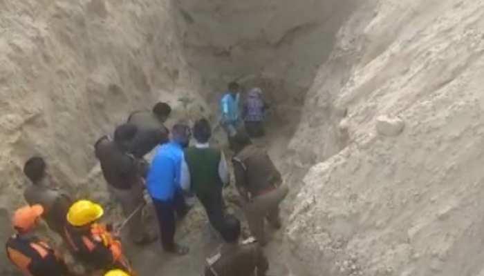 UP: बोरवेल में गिरे अनुज ने 31 घंटे जिंदगी से लड़ने के बाद तोड़ा दम