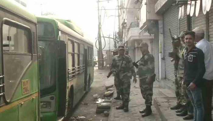 Delhi violence: हिंसा में अब तक 34 की मौत, PM मोदी ने अजीत डोभाल को दिया यह निर्देश