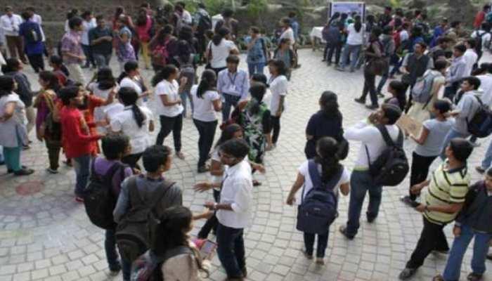 UP Board Exams: बस्ती में परीक्षा से पहले पेपर आउट, वायरल हुई सॉल्व कॉपी