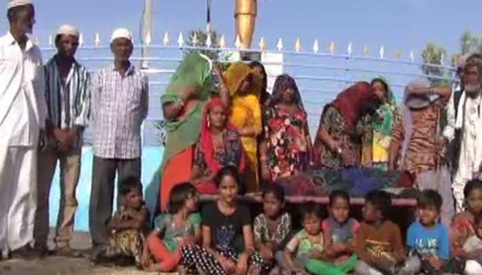 बाड़मेर: पंचों ने सुनाया तुगलकी फरमान, गांव से 3 अल्पसंख्यक परिवारों को निकाला