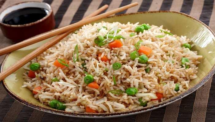 सुबह की भागम भाग में बनाएं टेस्टी चाईनीज फ्राइड राइस डिश, बच्चे कह उठेंगे वाह!