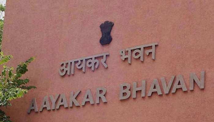 CM भूपेश बघेल के करीबी अफसर के घर IT का छापा, रडार पर कई दूसरे अधिकारी