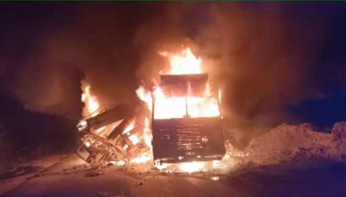 अजमेर कोटा स्टेट हाईवे पर हादसे में धू-धू कर जले 2 ट्रेलर, ग्रामीणों ने बचाई 4 जानें