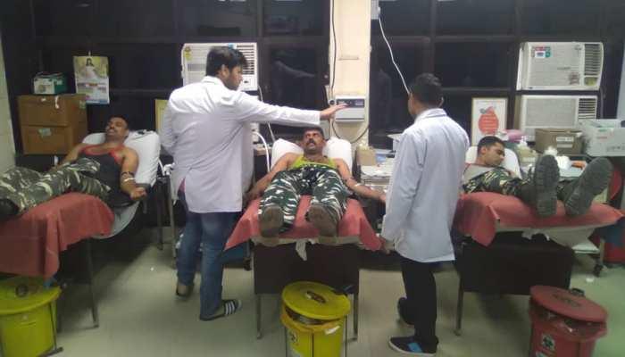 दिल्ली हिंसा: CRPF जवानों ने निभाया इंसानियत का फर्ज, घायलों के लिए किया रक्तदान