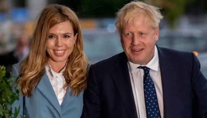 ब्रिटिश पीएम जॉनसन ने गर्लफ्रेंड कैरी से की सगाई, जल्द बनने वाले हैं पिता