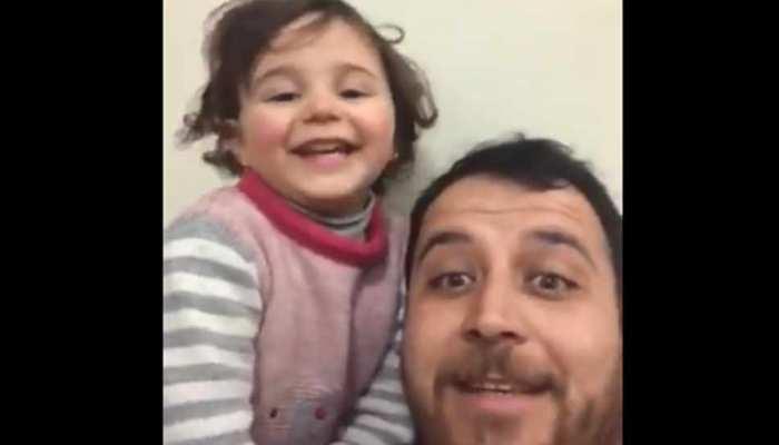 बम फटने पर पापा के साथ हंसती थी बच्ची, अब तुर्की में मिली शरण