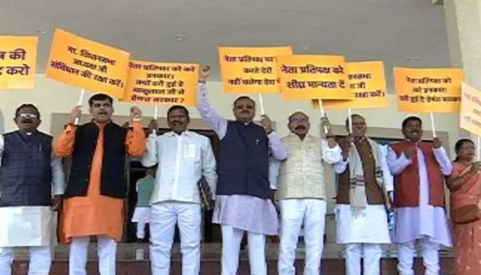 झारखंड: बजट सत्र के चौथे दिन विपक्ष ने किया प्रदर्शन, BJP का दिखा आक्रामक तेवर