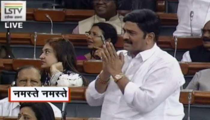 अब 'नमस्ते' में भी विपक्ष को दिखा 'हिंदुत्व', 'कोरोना को नमस्ते' पर संसद में कोहराम