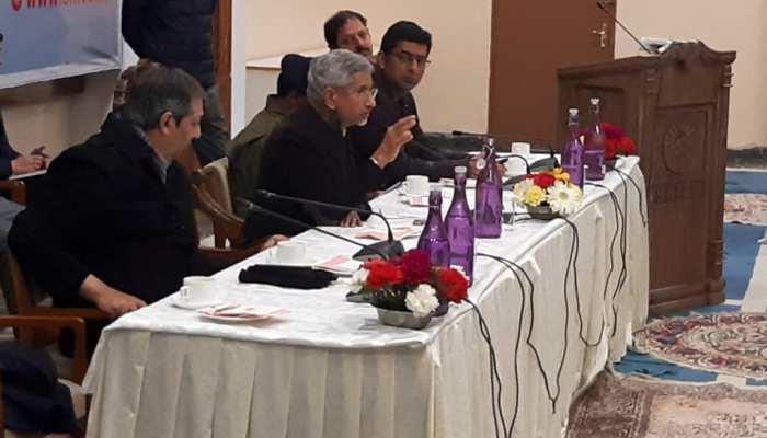 अचानक जम्मू-कश्मीर दौरे पर पहुंचे एस जयशंकर, ईरान में फंसे तलबा के एहलेखाना से की मुलाकात