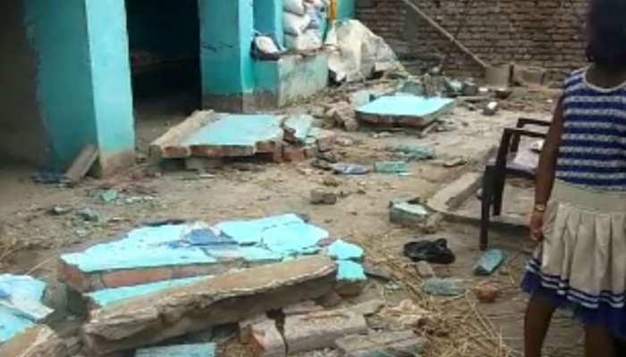 बिहार: नवादा में शव यात्रा देखने के दौरान गिरा छज्जा, एक की मौत और 20 से अधिक हुए जख्मी