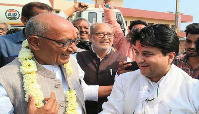 ज्योतिरादित्य सिंधिया पर निशाना साधते हुए दिग्विजय सिंह ने की PM मोदी और RSS की तारीफ, पढ़ें