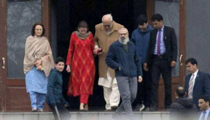 जम्मू-कश्मीर: फारूक अब्दुल्ला ने बेटे उमर से मुलाकात की