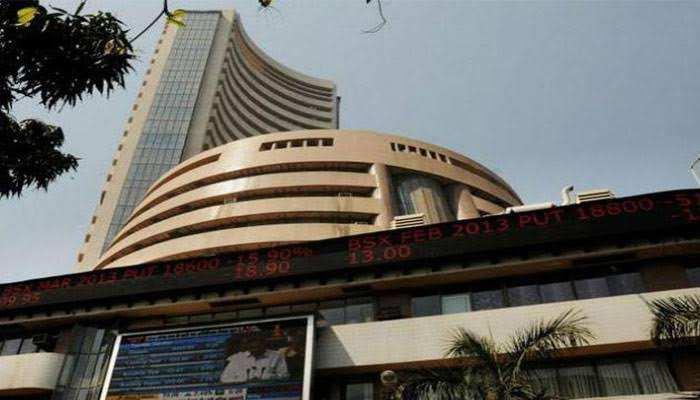 कोरोना का कहर: भारतीय बाज़ार गिरावट के साथ खुले, सेंसेक्स 2,100 अंक से ज्यादा टूटा, निफ्टी 569 अंक नीचे