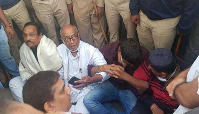 बागी विधायकों से मिलने बेंगलुरु पहुंचे दिग्गी, कहा- मुझे एक बार मिलवा दो, फिर लौट जाऊंगा